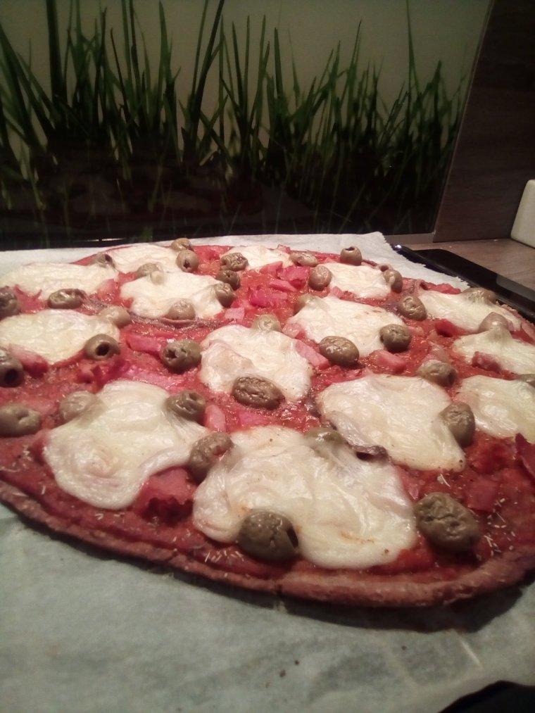Pizza sans gluten à la mozzarella vegan